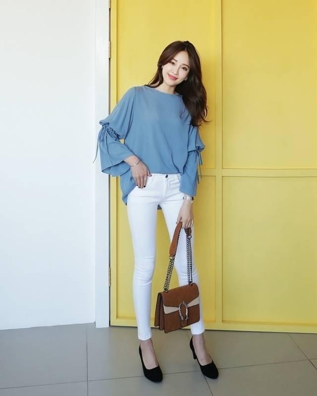 เสื้อสีผ้าให้เข้ากับกางเกงสีขาว