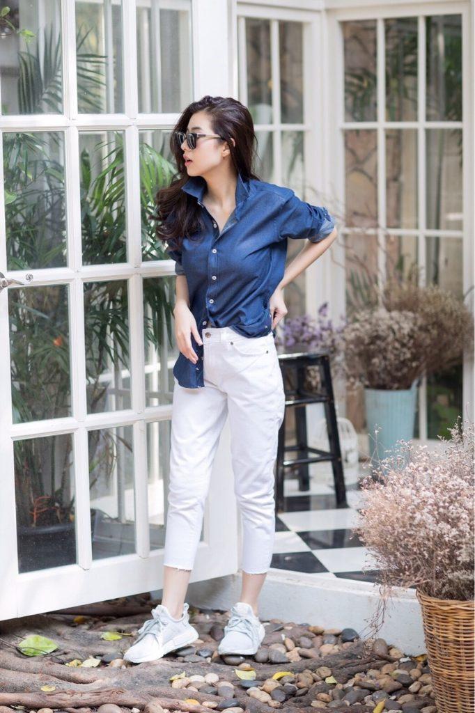 เสื้อเชิ้ตสีฟ้ากับกางเกงยีนส์ตัวโปรด