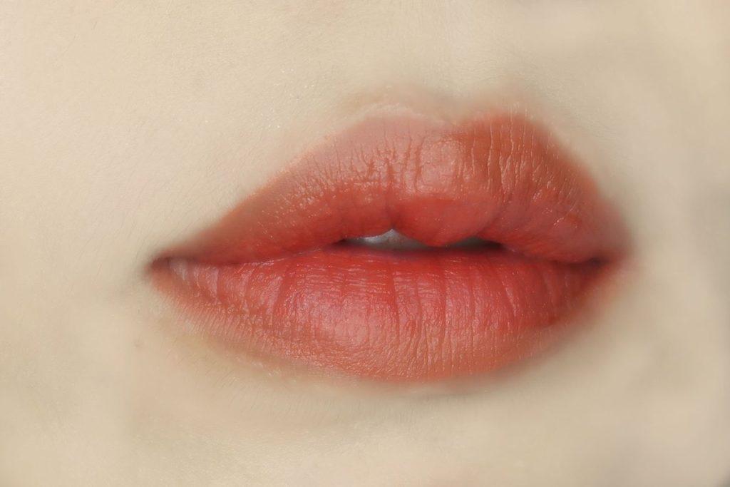 ทาสีเข้มด้านในปาก