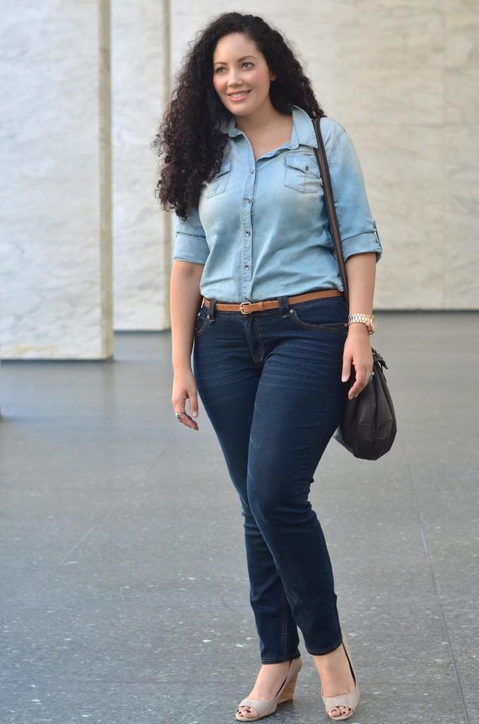 เสื้อยีนส์กับกางเกงยีนส์ขายาว