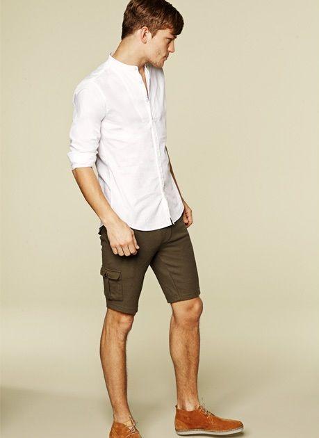 เชิ้ตขาว กางเกงขาสั้น
