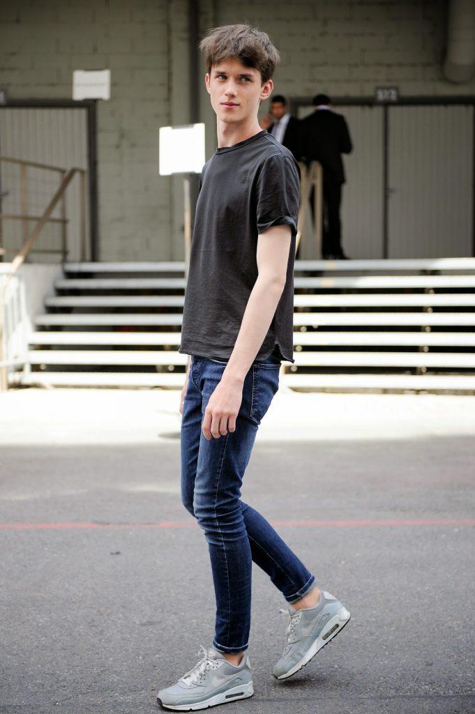 เสื้อยืดสีเรียบ x กางเกงยีนส์