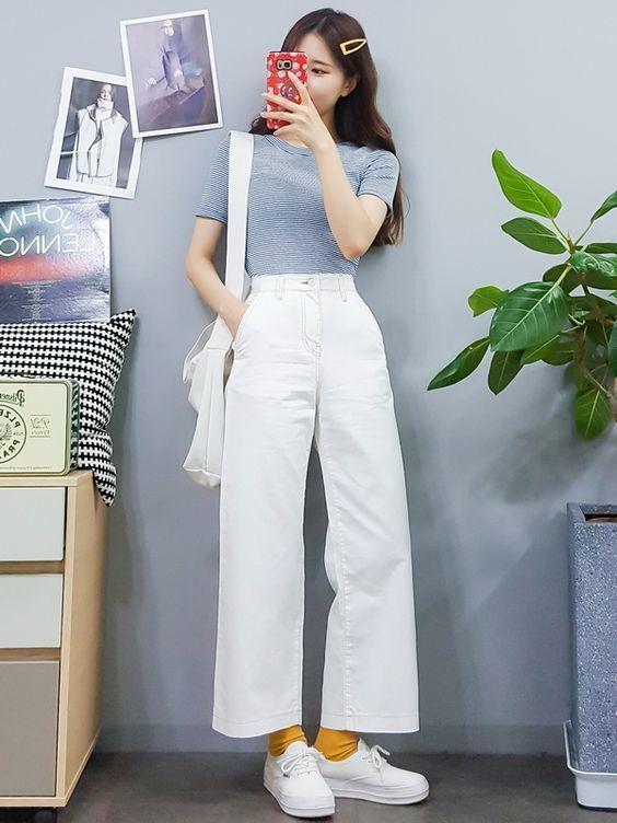 แฟชั่นกางเกงขายาวสีขาว-  กางเกงขายาวสีขาวกับเสื้อยืดรัดรูป
