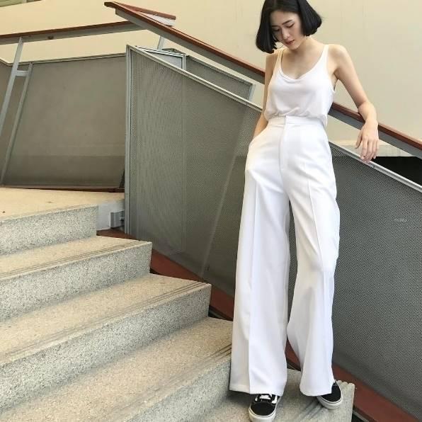 แฟชั่นกางเกงขายาวสีขาว -กางเกงขายาวสีขาวกับเสื้อแขนกุด